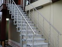 Металлическая уличная лестница для дачи