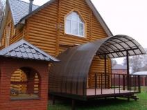 навес из поликарбоната над крыльцом частного дома