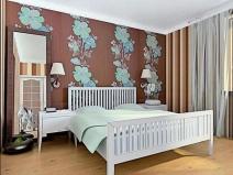 Дизайн обоев для спальни с яркими цветами