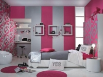 Обои в спальную комнату: комбинирование ярких цветов