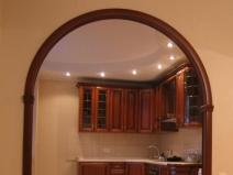 Классическая арка в дверном проеме
