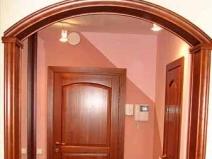 Дверной проем в коридор и входная дверь