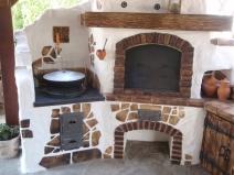 Украшение каменными элементами русской печи
