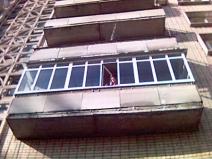 Стеклим балкон своими руками: стильно и экономно