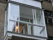 Очень стильный вариант балкона, полностью выполнен из профиля