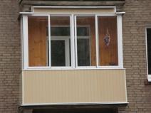 Окрашеный алюминиевый профиль и внешняя отделка балкона