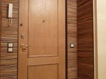 Очень интересный вариант отделки откосов входных дверей