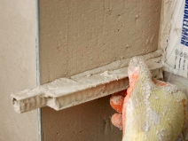 Штукатурка откосов: ремонт в разгаре