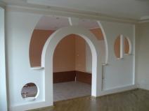 Фигурная перегородка с аркой