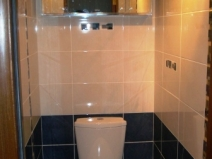 черно белое формление туалета плиткой