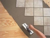 Монтаж плитки на ровное деревянное основание