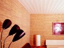 Потолочная плитка прекрасно вписывается в модернистский дизайн комнаты