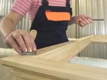как красить деревянные двери