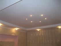 Точесные светильники на потолке из гипсокартона