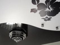Узор на натяжном потолке: лучшее решение для гостиной