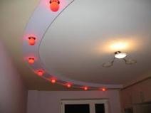 Оригинаьлная цветная подсветка потолка