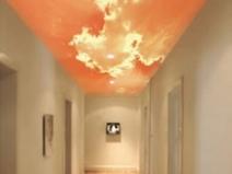 Натяжной потолок в коридоре: интересный дизайн