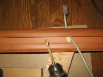Засверливание плинтуса для протяжки интернет кабеля