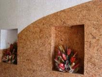 Пробковая отделка стен в кафе