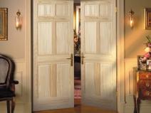 Распашные двухстворчатые деревянные двери