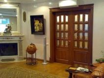 Двухстворчатая межкомнатная дверь из дерева