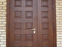 деревянные распашные входные двери