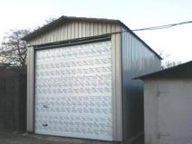 Высокий гараж для грузового автомобиля