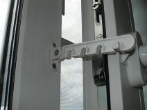 Фиксатор дверей и окон также должен работать безукоризненно
