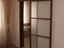 Откатная дверь с матовым стеклом