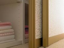 Дверь на роликах для гардероба