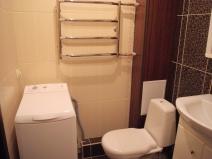 Компактное расположение сантехники и стиральной машины