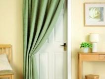 плотные шторы на дверь
