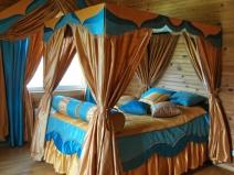 шторы и балдахин в спальне