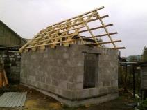 Монтаж стропильной системы крыши бани