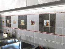 вариант укладки керамической плитки на кухне