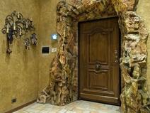 Обшивка входной двери деревом