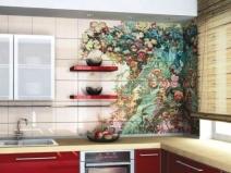 растительный орнамент из плитки на стене в кухне