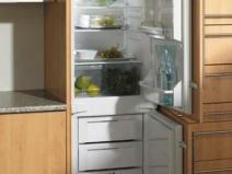 Еще один вариант встроенного холодильника