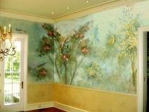 Декорирование стены гостиной художественной росписью